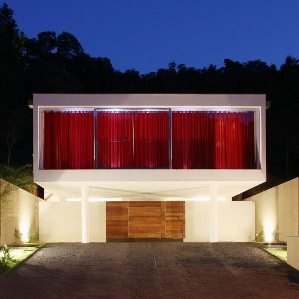 дом SALC в Бразилии от Frederico Zanelato