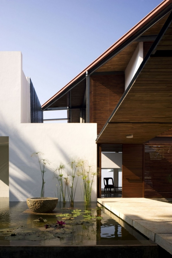Дом на обрыве от Khosla Associates