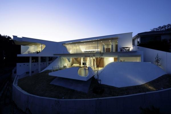 Дом на вершине горы от Eastern Design Office