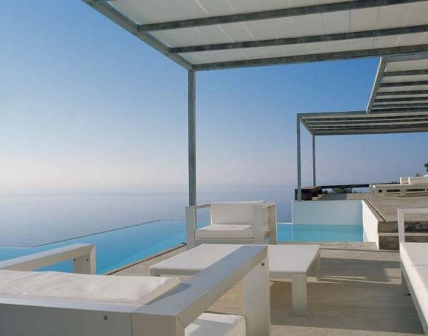 Невероятный дом с огромным бассейном от Ramón Esteve