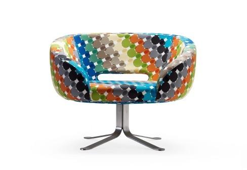 Многоцветное поворотное кресло от Cappellini