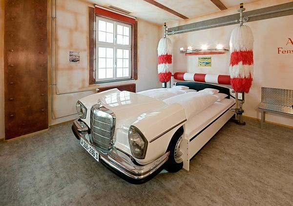 Отель V8 – для любителей автомобией в Германии