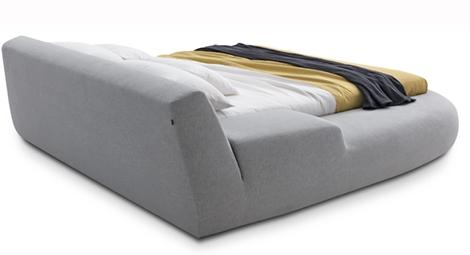 Асимметричная кровать от 'Bug' от Poliform