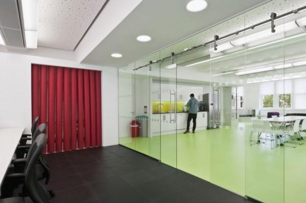 Интерьер офиса Dentsu от Essentia Designs