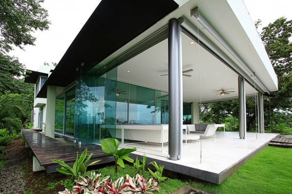 Треугольный дом от Ecostudio Architects