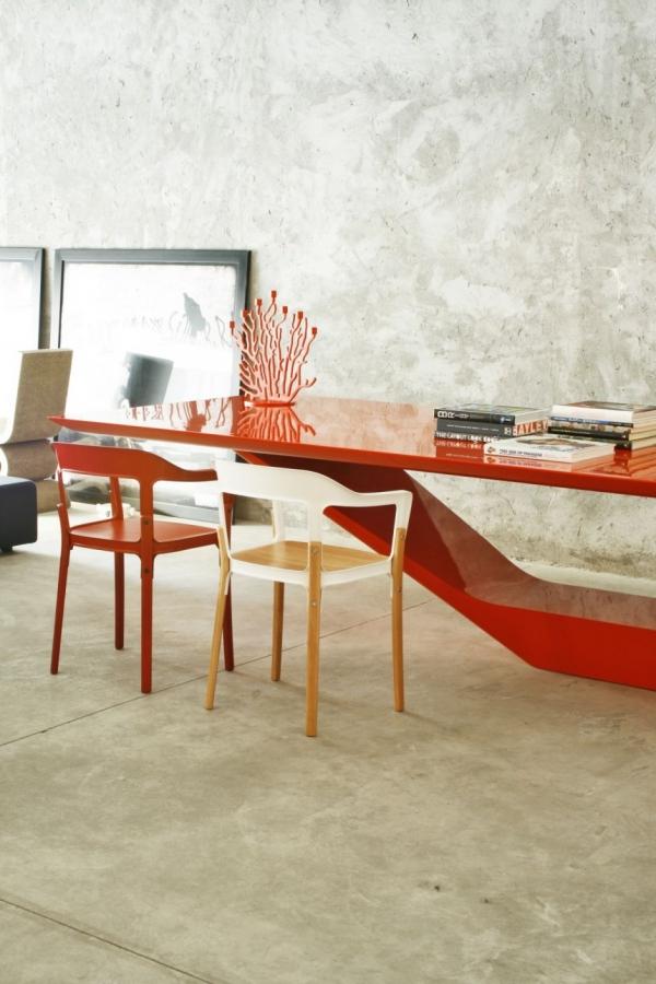 Гладкий и современный — стол Jet Table  от Guilherme Torres
