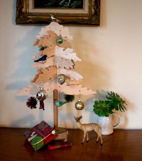 Деревянная декоративная елка
