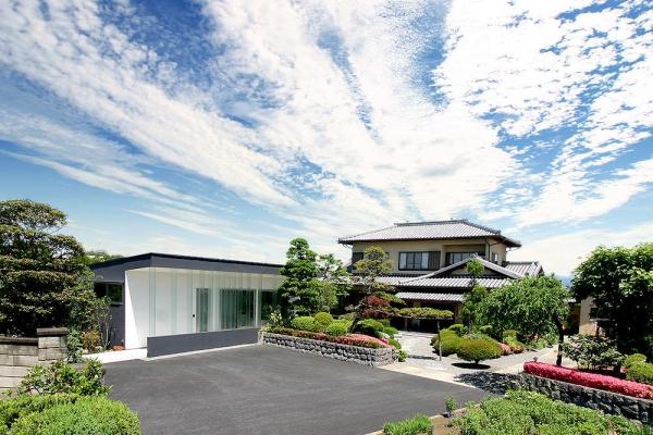 Жилые дома → дом cо стеклянными жалюзи