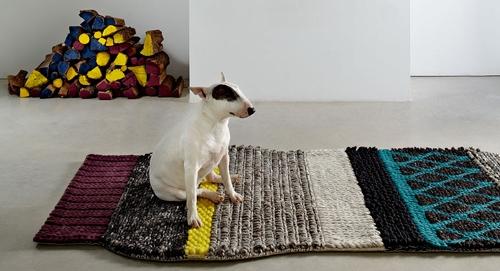 Шерстяные пуфы и ковры от Gandia Blasco
