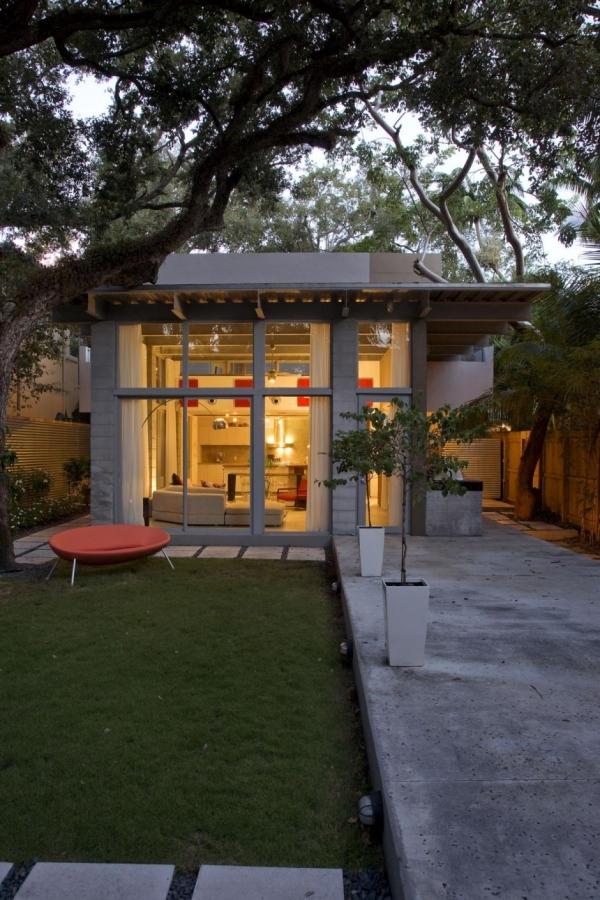 Небольшой частный дом во Флориде от MATEU Architecture