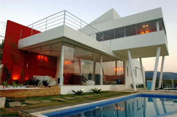 Дом на вершине холма от Ulisses Morato de Andrade