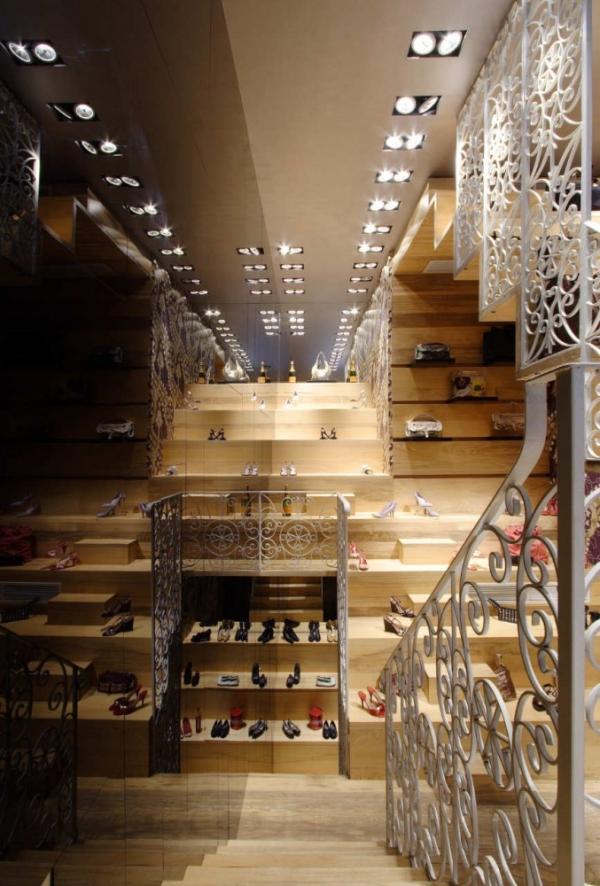 Микро-бутик обуви от Chris Briffa Architects