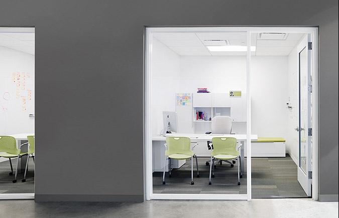 Яркие и красочные офисы Belkin