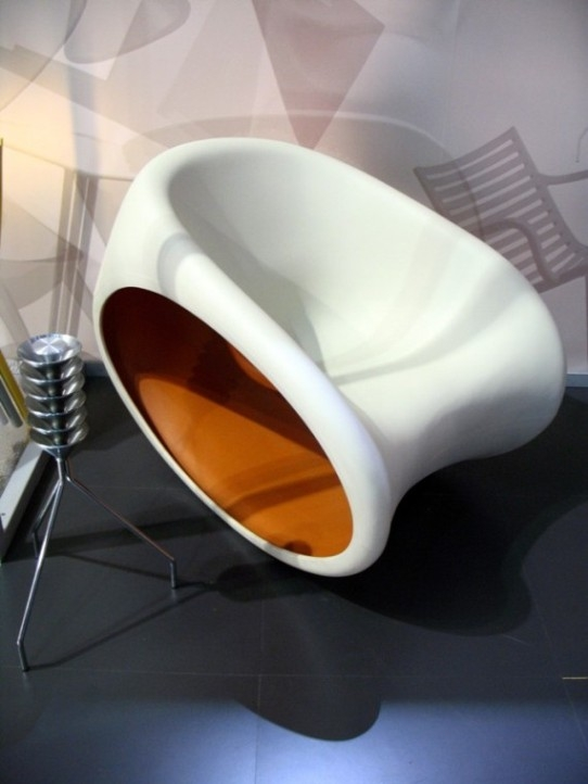 Driade storе. MT3, проект от Ron Arad. Моноблок, качающееся кресло (полиэтилен).
